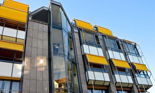 Det finns många typer av effektiva solskydd till fönster.